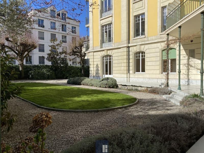 Magnifique appartement de 8 pièces avec jardin au centre-ville!
