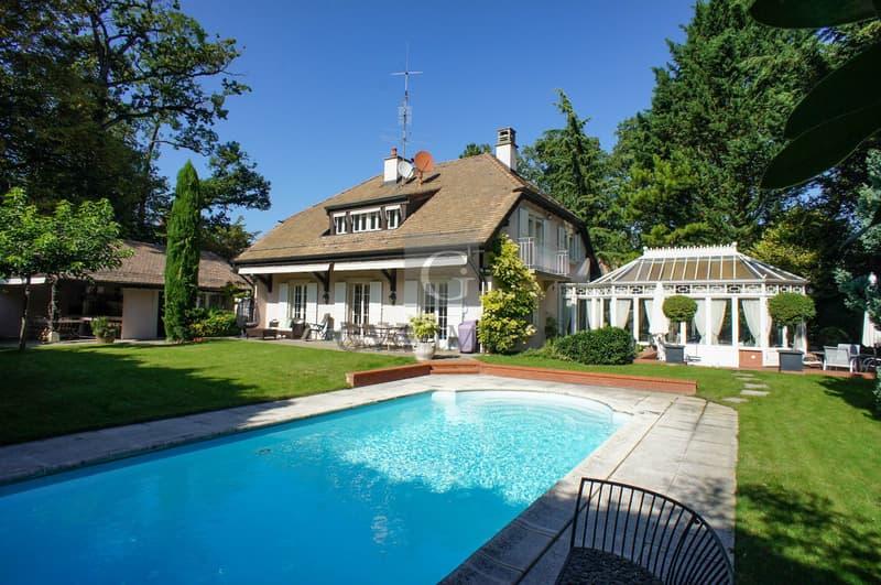 Superbe villa  avec piscine située dans un écrin de verdure