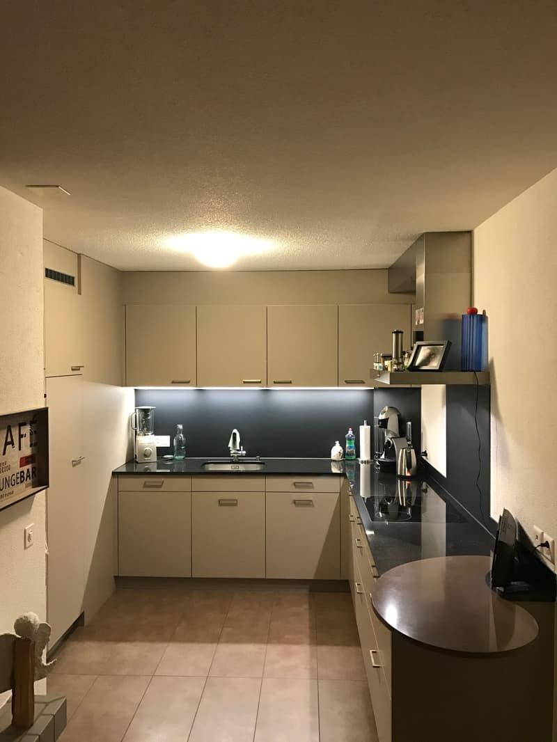 grosszügige 4-1/2-Zimmer-Dachwohnung mit Cheminée und Wintergarten