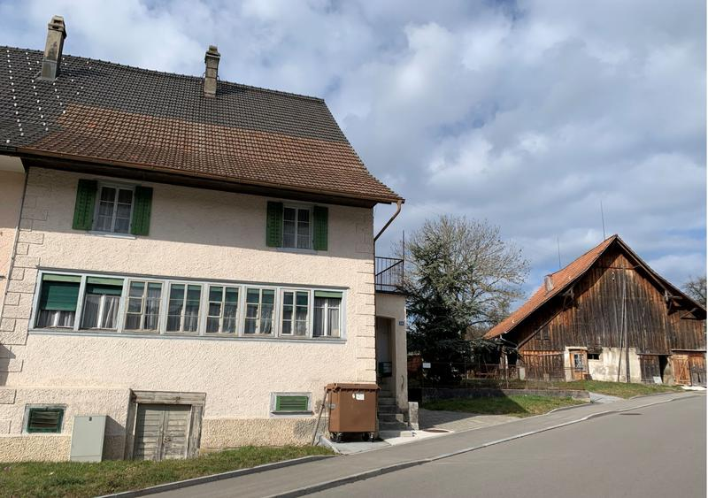 Charme und Potenzial: Authentischer Bauernhausteil mit Scheune