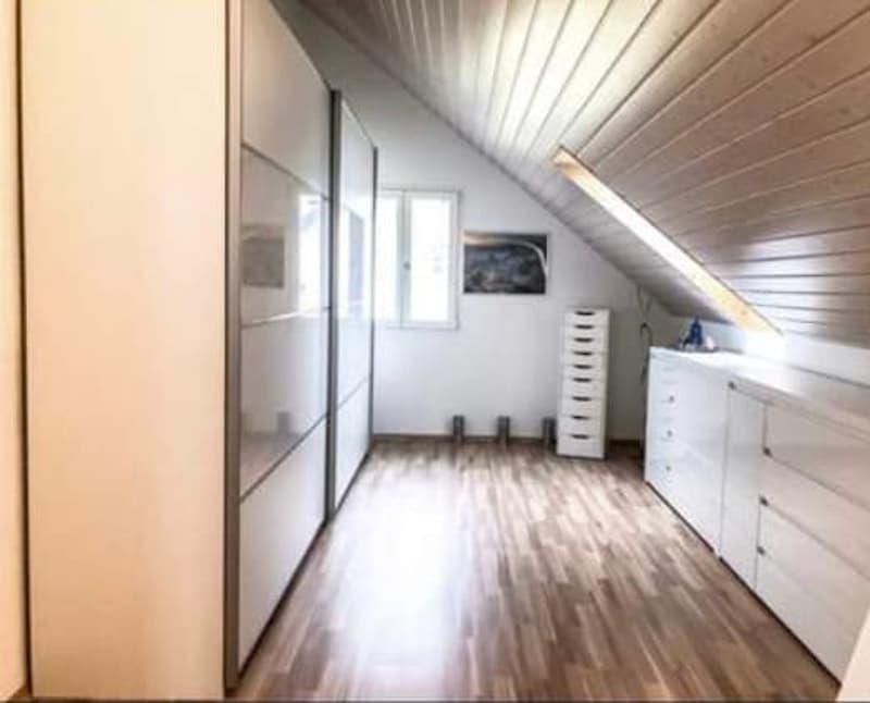 10 Zimmer Einfamilienhaus an ruhiger Lage