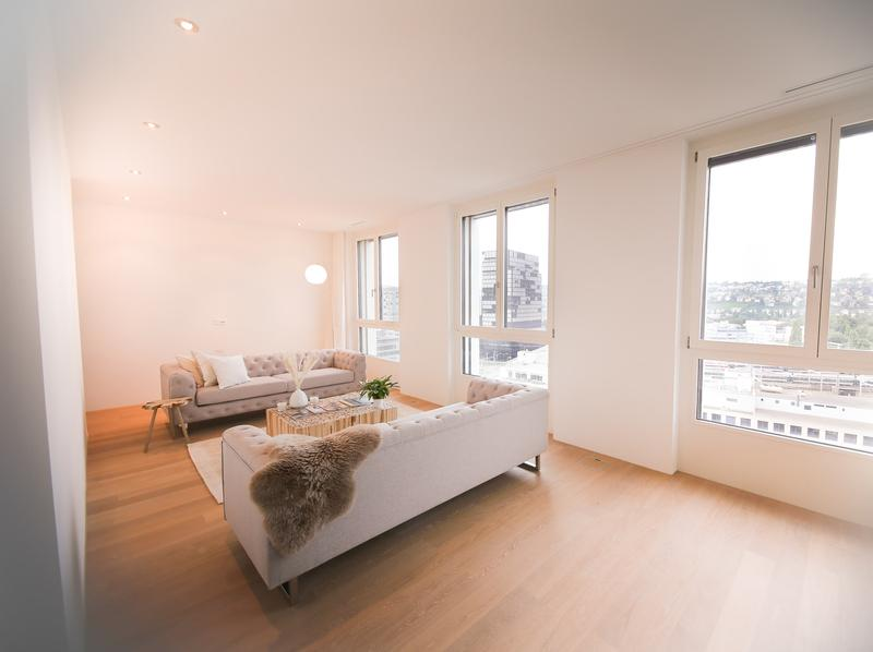 Luxus Penthouse (möbliert inkl. PP) mit Skyline Aussicht über Zürich (2)