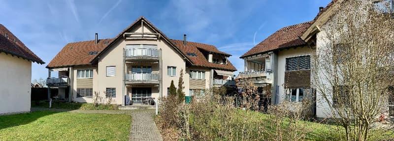 Sehr gepflegte 3.5 Zimmer Eigentumswohnung mit Balkon und Garagenplatz in attraktiver Umgebung (1)