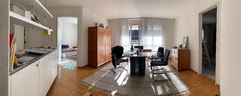 Sehr gepflegte 3.5 Zimmer Eigentumswohnung mit Balkon und Garagenplatz in attraktiver Umgebung (2)