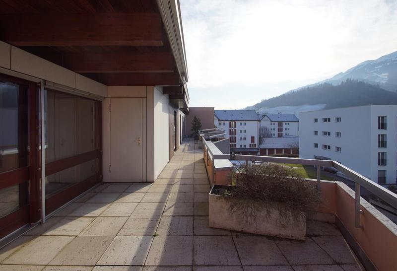 Terrasse mit Abstellraum gegen Westen