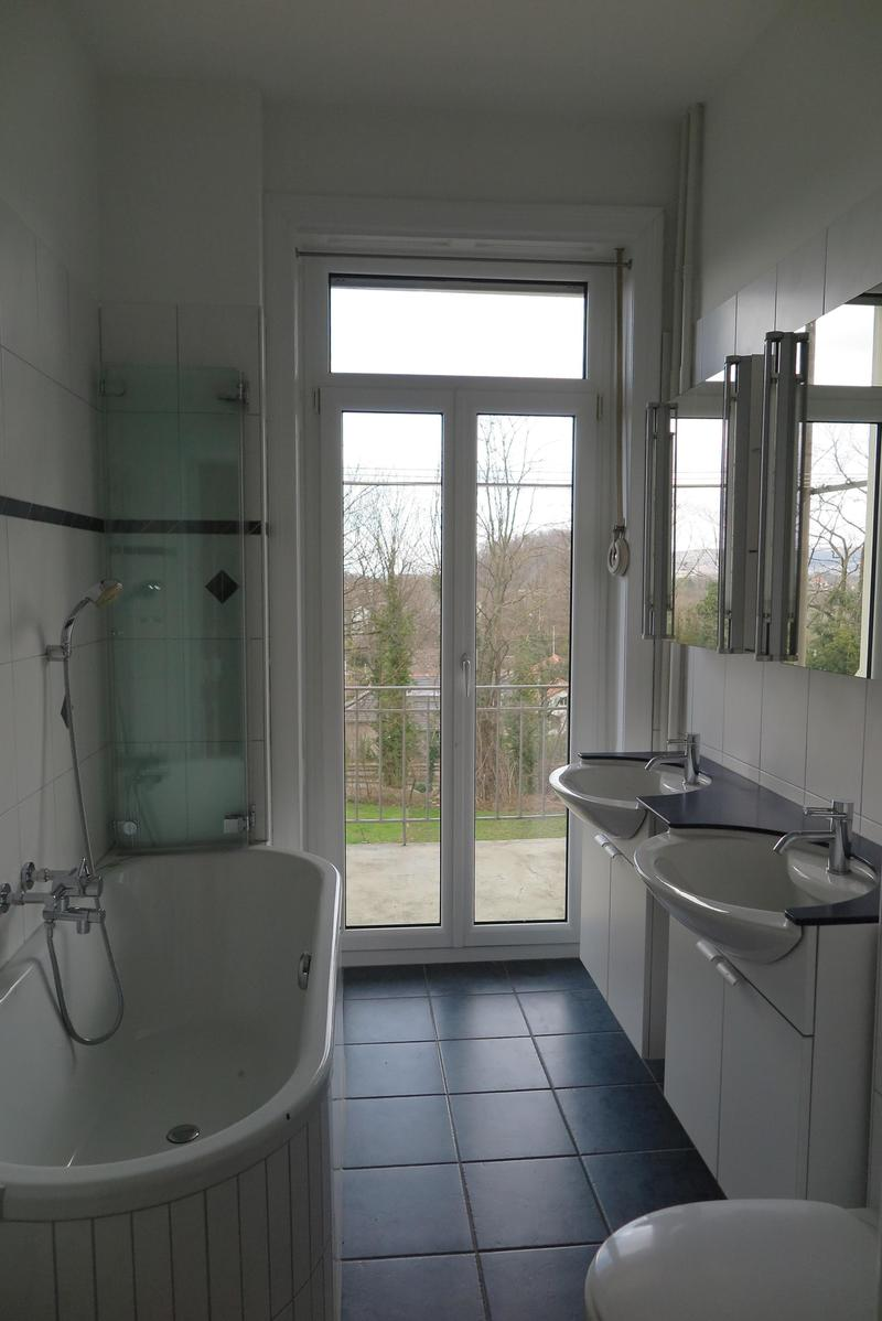 Badezimmer, 2 Lavabos, mit Badewanne und Dusche