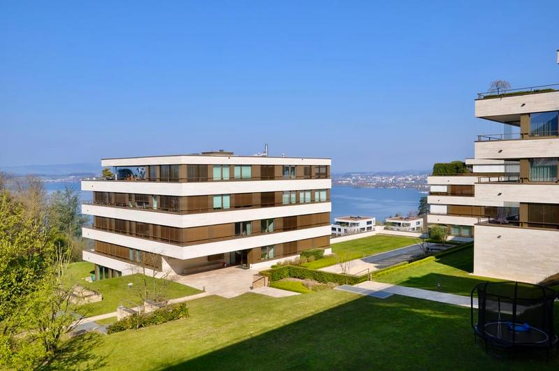 Luxurious, spacious and stylish apartment with lake view in Zug
