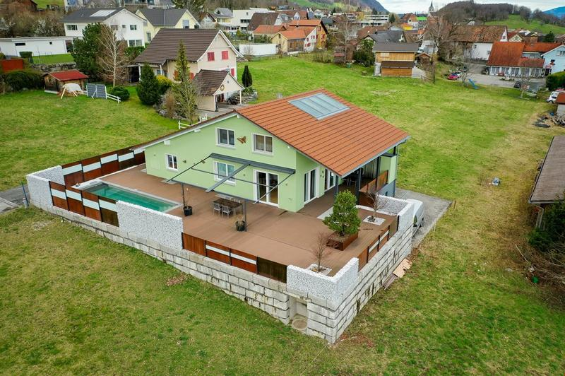 5.5 Zimmer Einfamilienhaus mit Sonnenterrasse und Pool