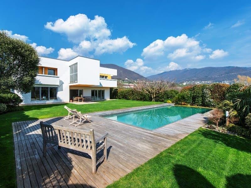 Spaziosa ed elegante villa in stile Bauhaus con bellissima piscina