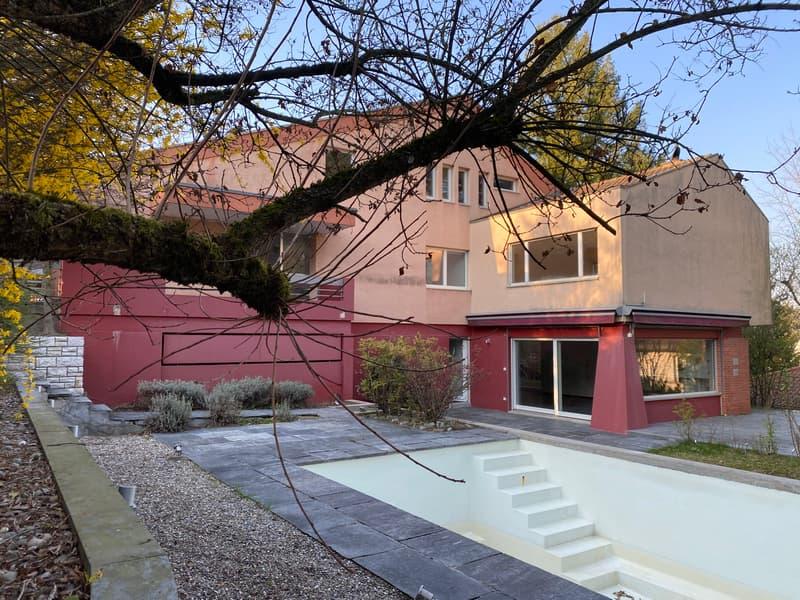 Exklusive 8 Zimmer Villa mit Traumgarten und Pool auf dem Bruderholz