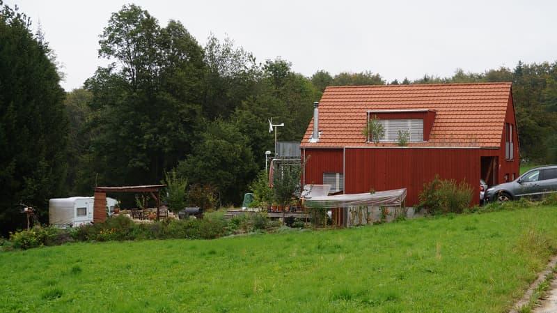 Öko-Holzhaus 4.5 Zimmer in Minergie Dämmstandard ohne Komfortlüftung mit einem grossen Naturgarten