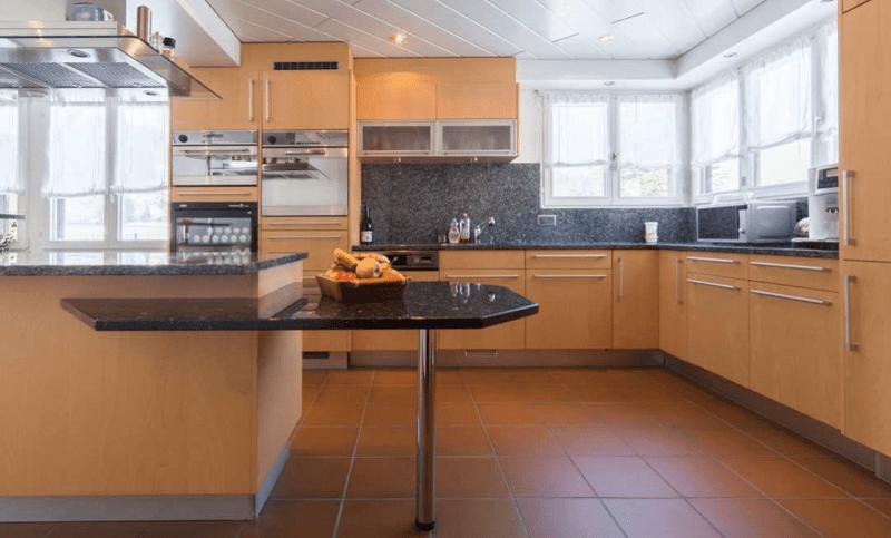 Repräsentatives 6.5-Zimmer-Einfamilienhaus mit 2.5-Zimmer-Einliegerwohnung (3)