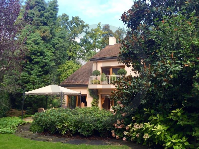 Superbe villa avec piscine intérieure à Carouge