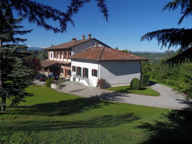 Aufwendig renoviertes Landhaus mit Geschichte im Herzen des Piemont (2)
