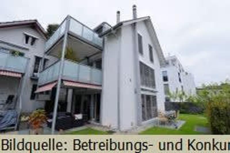 *Reiheneinfamilienhaus mit 2 Autoabstellplätzen*