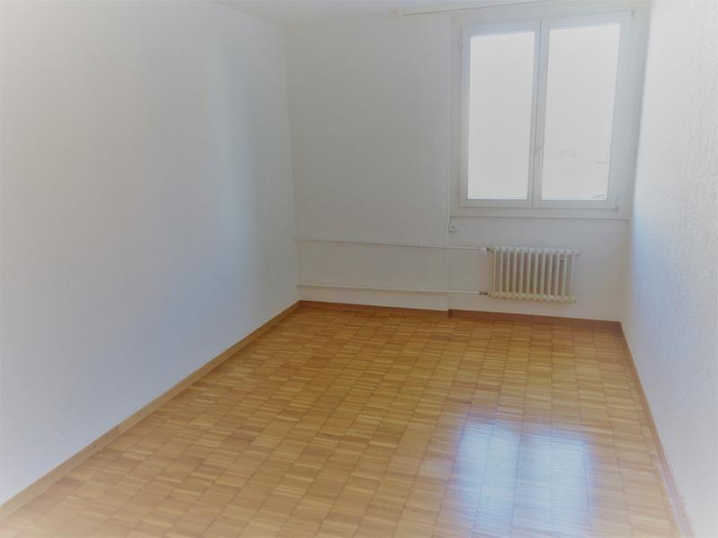 4 Zi-Wohnung an ruhiger, sonniger Lage (4)