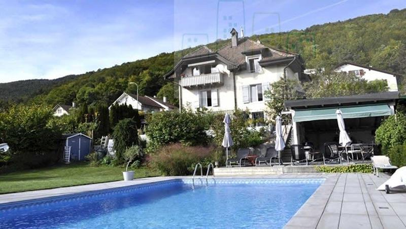 Maison de Maître avec piscine à Moutier.