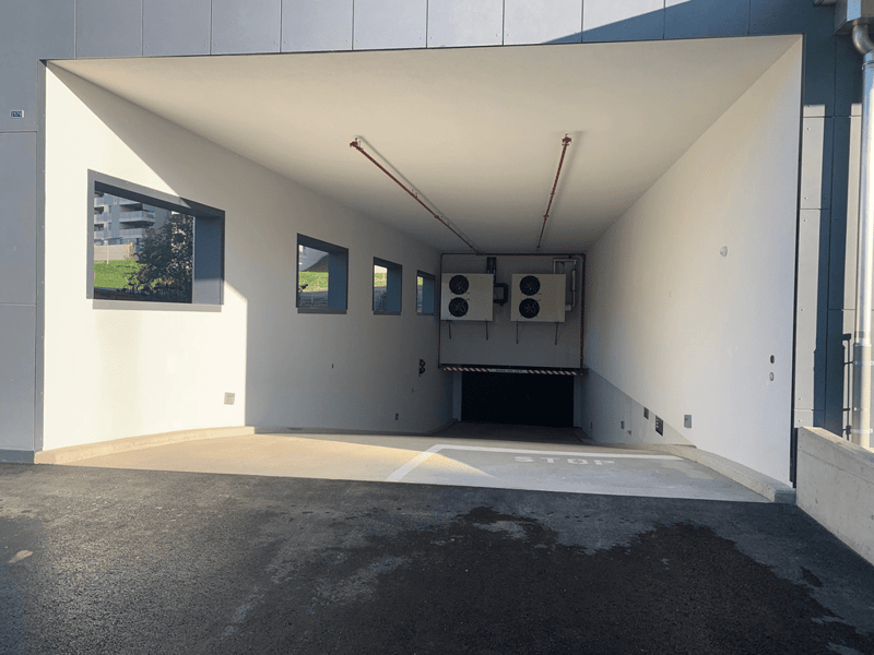 entree_parking.jpg