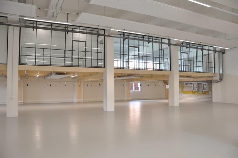In beiden Hallen können zusätzliche Büroflächen installiert werden (Musterbild)