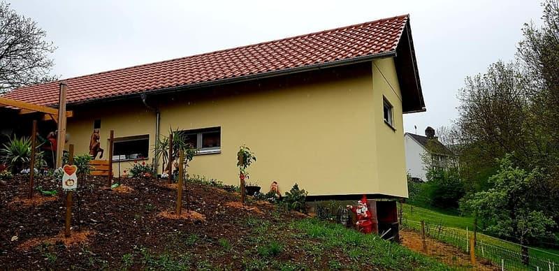 Kleinhaus mit Satteldach
