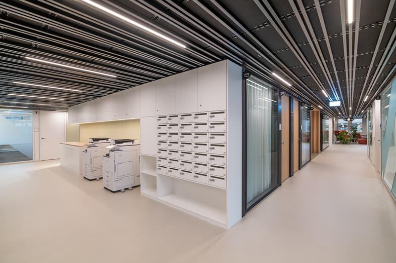 Der tägliche Postservice, die Druckgeräte (fair use) und wöchentliche Office-Reinigung sind im Preis inbegriffen.
