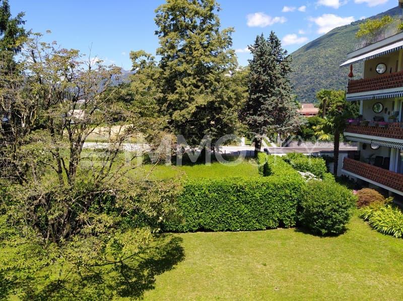 Soleggiato giardino condominiale
