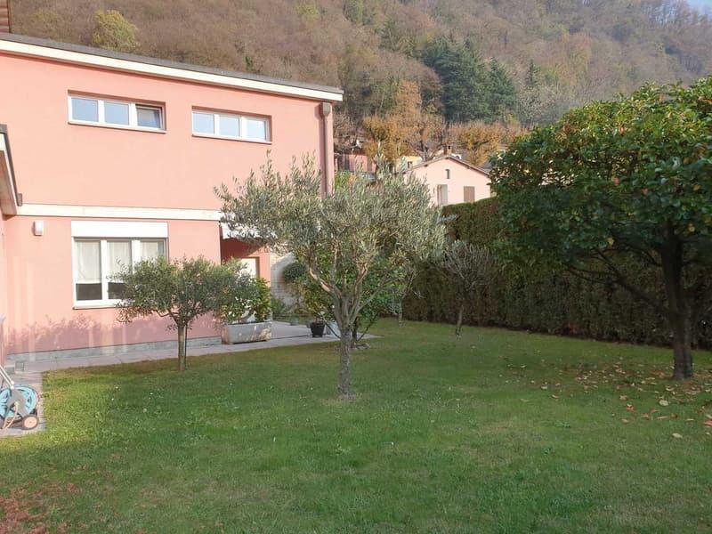 Casa unifamiliare con giardino