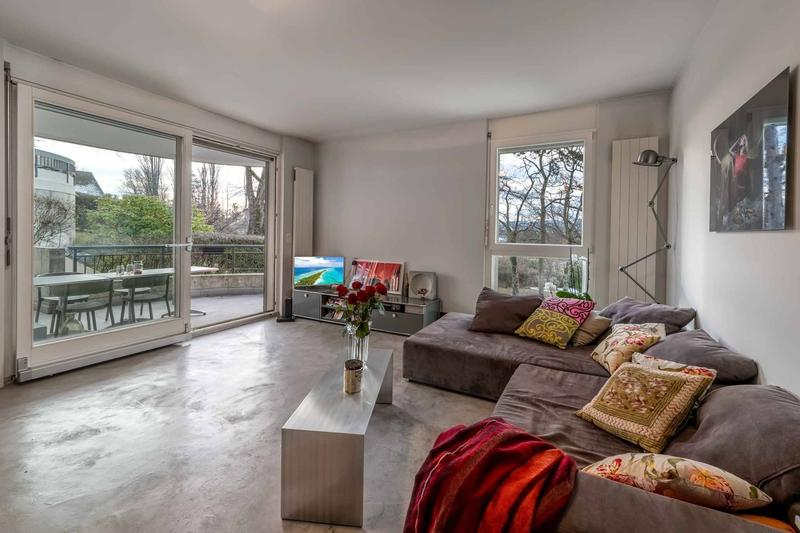 Salon avec accès à la terrasse