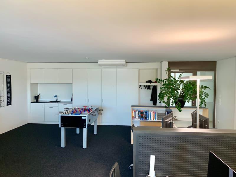 Büroraum mit Küchennische