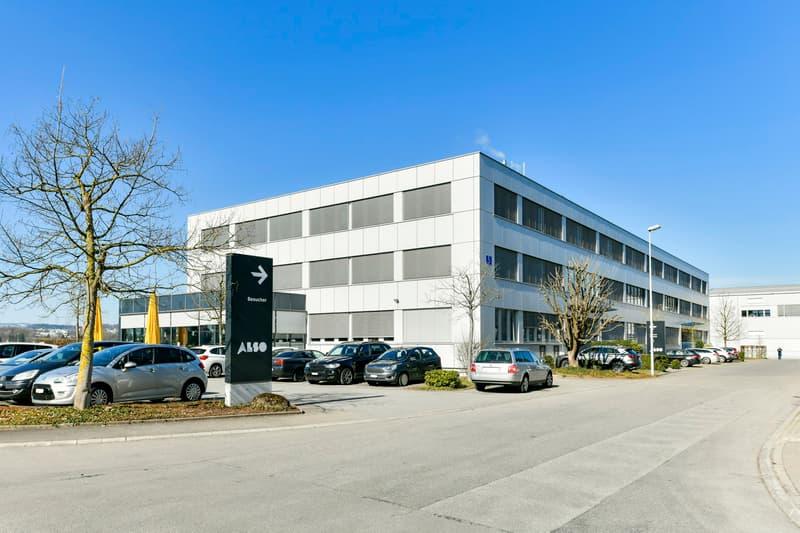 Zufahrt Bürogebäude, Südost-/Nordostfassade