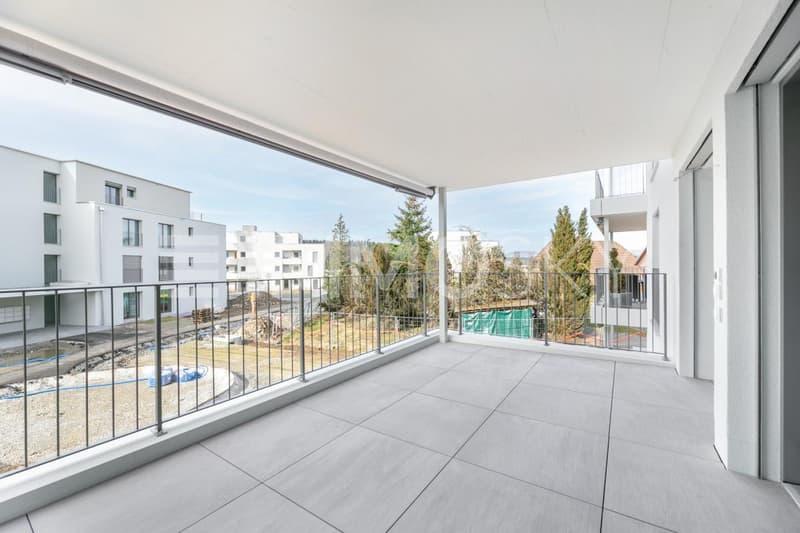 Grosszügiger Balkon mit Sicht in den Innenpark