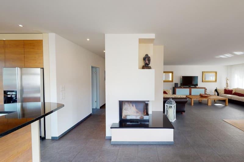 Wohnung 1 - EG: Helles Wohnzimmer mit Cheminée