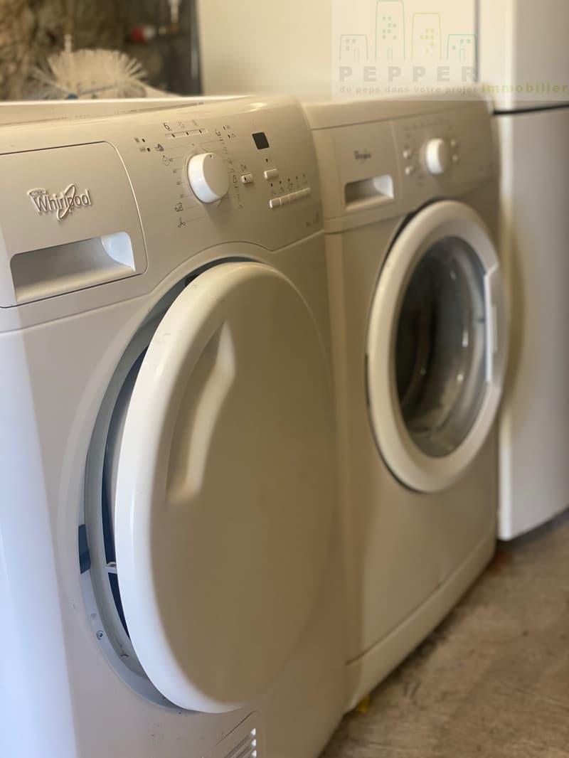 Buanderie, machine à laver et à sécher.