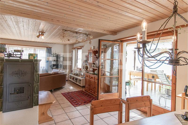 Wohn-/Esszimmer mit Ausgang in den Wintergarten