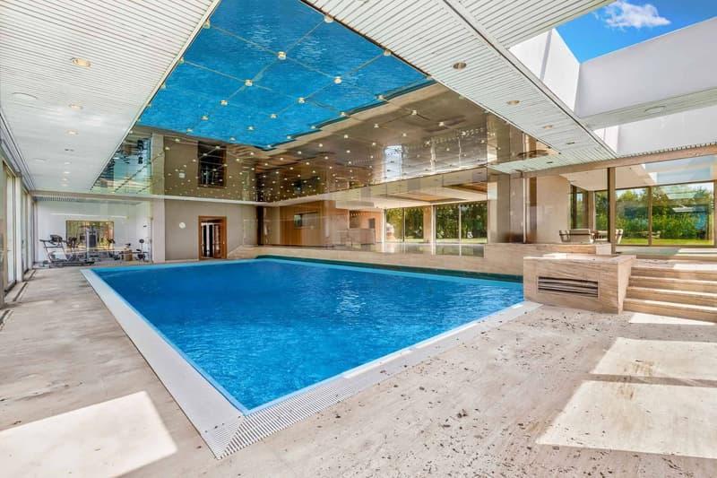 Piscine intérieure de 240 m²