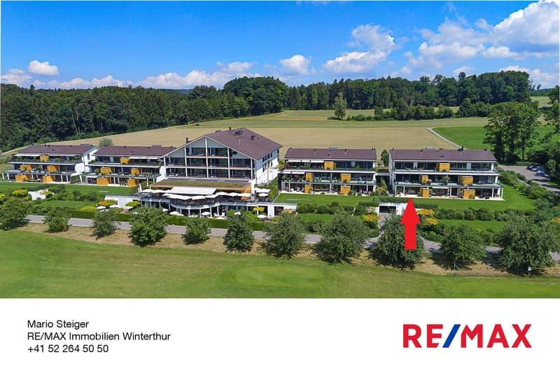Der Golfplatz und das benachbarte Hotel mit Wellness-, Fitness- und Restaurantangebot befinden sich in unmittelbarar Nähe.