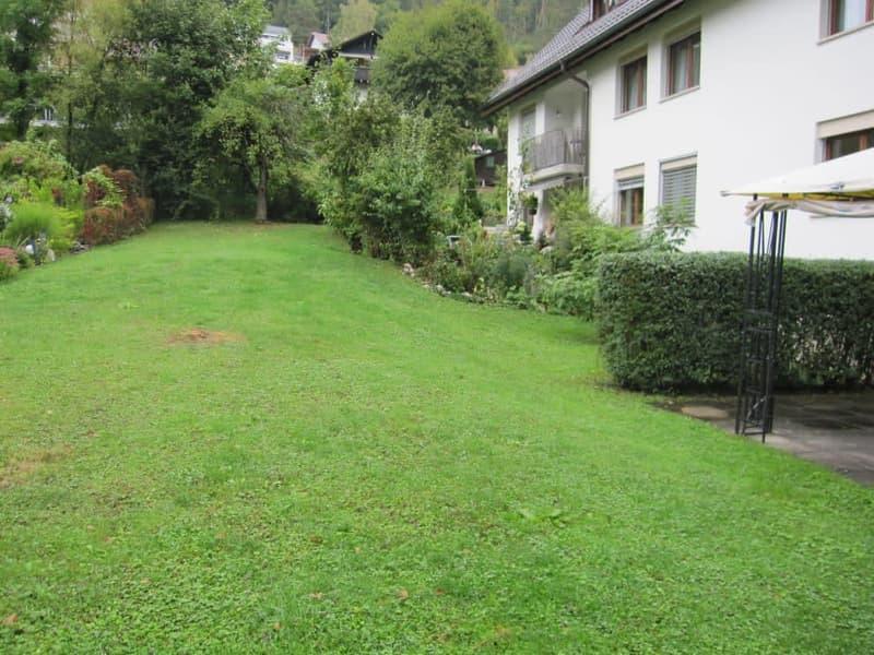 Um's Haus grosser Garten mit Bach oben - versteckt