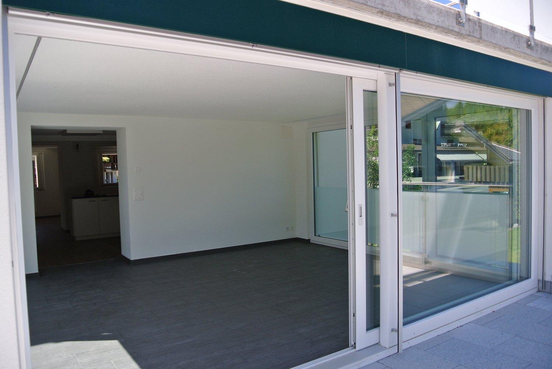 Miete: helle und moderne Wohnung mit Balkon