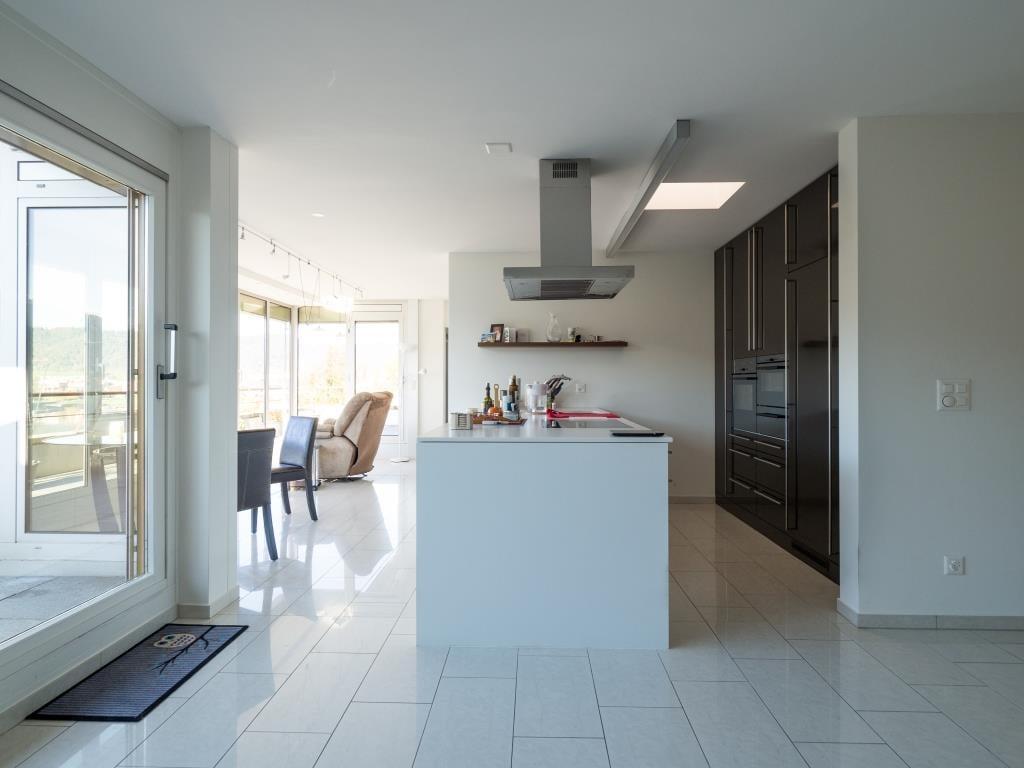 6-Zimmer-Attika-Wohnung mit privatem Badeplatz, Unterägeri | buy ...