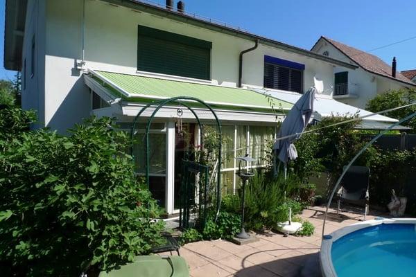 wintergarten mit pool, 4 1/2-zimmer-d'einfamilienhaus mit carport, wintergarten und kleinem, Design ideen