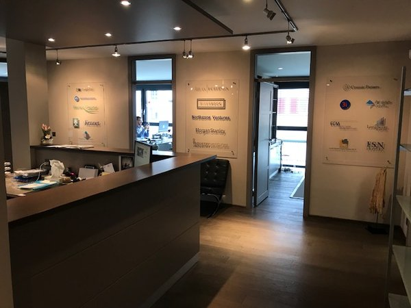 Centrally located luminous & modern office to rent bureau à louer