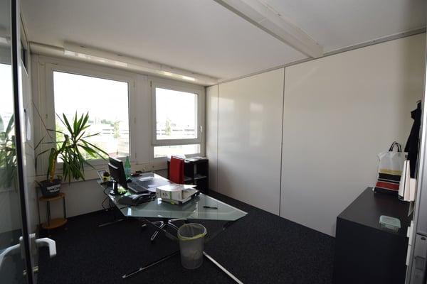 Helle Büros 126.0 m2 im 4.OG – 6 Büro, 1 Küche & WC + Zumietung ...