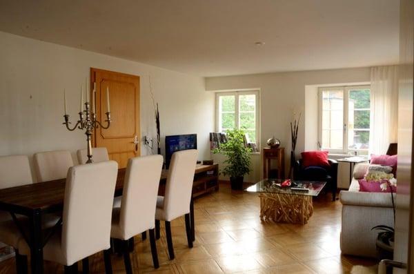 Wohnzimmer Wohnzimmer Und Küche Sind Offen Gestaltet.