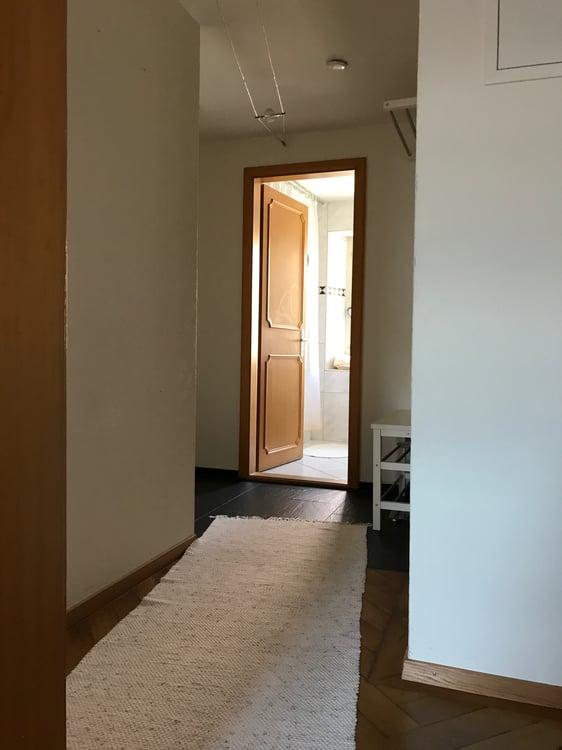 Arbeitszimmer Wohnzimmer Wohnzimmer Und Küche Sind Offen Gestaltet.