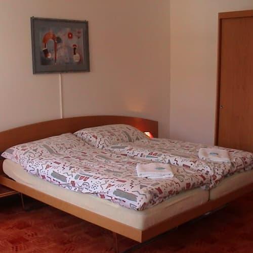 hotelzimmer room mit ohne k che kurz oder langzeit mit. Black Bedroom Furniture Sets. Home Design Ideas