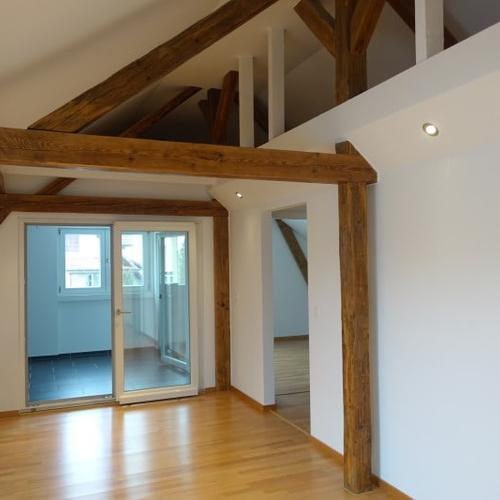 Miete: charmante Dachwohnung, modern renoviert