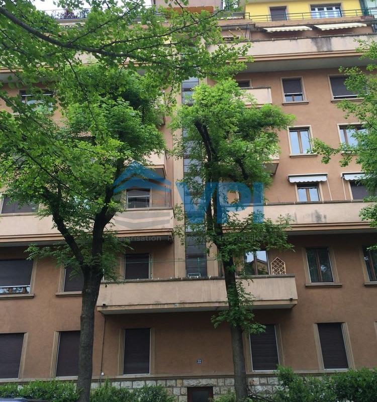 Rue Lamartine 32