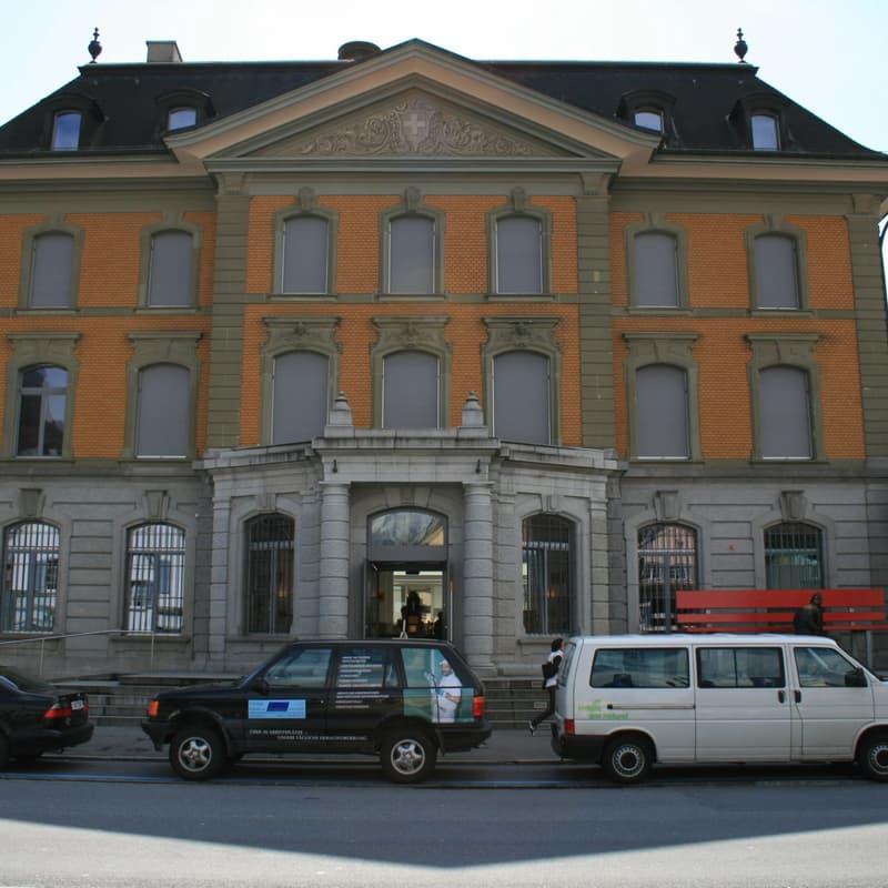 Bahnhofstrasse 9