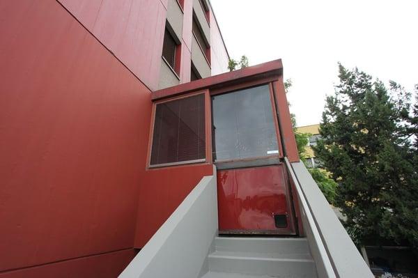 Bureau de 83 m2 en zone artisanale carouge ge büro mieten