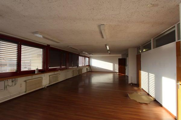 Bureau de 78 m2 en zone artisanale carouge ge büro mieten